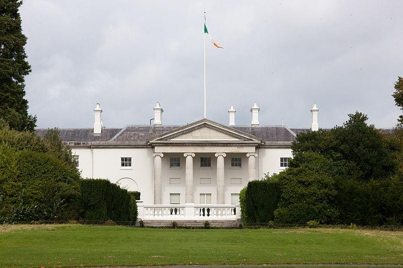 http://visitdublin.ru/wp-content/uploads/visitdublin/2011/11/Президентская-резиденция-в-Ирландии.jpg