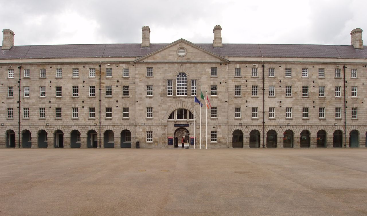 http://visitdublin.ru/wp-content/uploads/visitdublin/2011/11/National-Museum-of-Ireland-Colling-Barracks.jpg