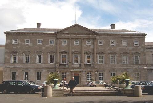 http://visitdublin.ru/wp-content/uploads/visitdublin/2012/03/Leinster-House.jpg