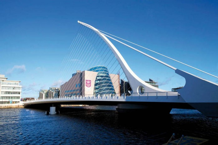 http://visitdublin.ru/wp-content/uploads/visitdublin/2012/03/Samuel-Beckett-Bridge.jpg